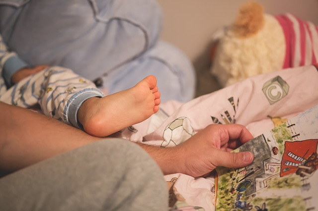 set a bedtime routine baby sleep through the night