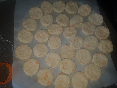 Easy Buttermilk Cheddar Biscuits